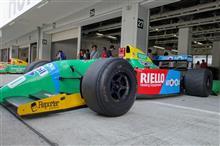 レーシングカーはサーキットが似合う(*´ω`*)