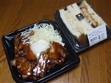 焼豚丼と、海老カツ&ポテトサンド(まちかど厨房)