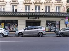 RENAULT car in PARIS