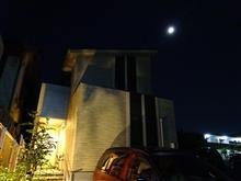 月と家とエスティマと