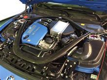 BMW M4にGruppeMエアインテークシステム取り付け