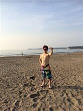 漁師?サーファー?朝の5時に海に入って来た。