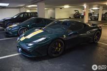 珍しい、ダークグリーンのフェラーリ458スペチアーレが2台