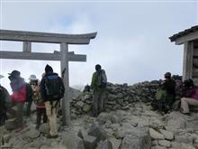 3026メートル乗鞍岳山頂と 山頂小屋