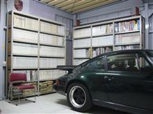 車の置き場所も問題だが、自動車関係の書籍もかさばる。