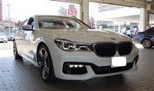 New BMW740i... 青い空と真っ白な雲... 「本、読書」コーナー