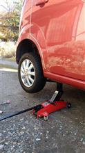 タイヤ交換1台目。