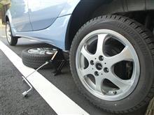 タイヤ交換でハカドりました w
