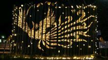 光輝く羽ばたく鳳凰