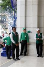 緑のベストを着た軍団