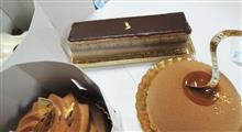 ガトードボワのケーキは、一年に一度の贅沢かな。