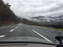 山の谷間の霧が流れていました