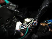 フューエルゲージユニットにかかる電圧は、・・・