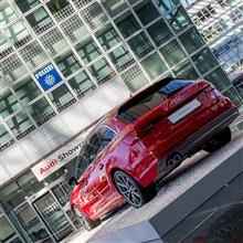 【写真】【ミュンヘン】Audi Forum Airport Munich, A4 Avant, A8L
