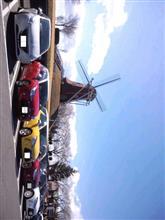 吹きすさぶ2月の風車