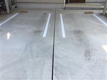 駐車場にラインを入れました