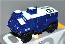 TINY、1/74 香港警察 サクソン装甲兵員輸送車