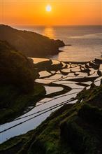 毎年恒例の浜野浦の夕暮れ。