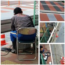 働く男の背中@日本橋。