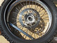 TS125Rフロントタイヤ交換、冷却水補充、チェーン注油