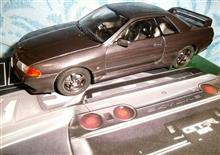1/24アオシマのR32スカイラインGT-Rニスモ(塗装済みキット)です♪