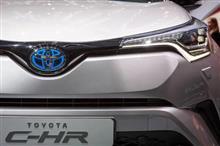 『トヨタ小型SUV、国内は12月発売 全系列取り扱い HV初設定』<日刊自動車新聞>/気になる新型クロスオーバー、C-HR!