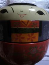 コケシのお弁当箱。手描き