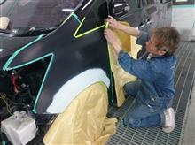 ヴェルファイア!!フェンダー修理!サフェーサーからの紙貼り!!塗装目前!!