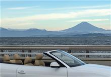 富士と海とオープンカー