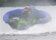 空を飛びました!(引っ張りモノ Manta Ray Flying Tube)