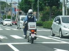 白バイが・・・交通違反している感じなんだけど!? ( ̄∇ ̄;)ヲイヲイ