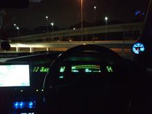 真夜中の首都高速湾岸線をスープラで流す。