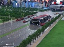 中国の交通事情を解消! 1200人乗りバス