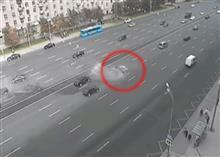 プーチンのリムジンがコントロールを失い対向車線に飛び出す事故。なおプーチンはその際未乗車