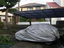 クルマに屋根は必要ないが、クルマを置く場所には屋根が必要だ。