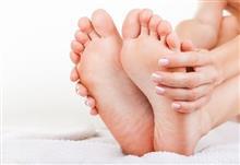 右足親指と左足親指の狭間