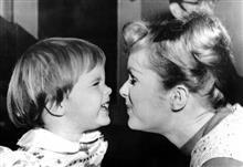 訃報 キャリー・フィッシャー急逝 そして、母デビー・レイノルズも