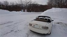 雪道では足らずに、雪山に上る