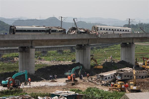 中国 新幹線 事故 生き埋め