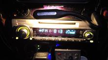 """ナイトクルーズにラジオは必需品だわね。 """"何かを得る為に何か別の物を諦める""""? LEDヘッドランプとラジオを天秤にかけてラジオを選ぶって変かしらw"""