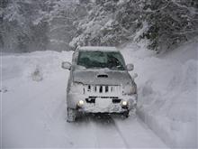 雪道でゴムが焦げる臭いがする。