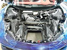 フェラーリ458のシートの中にはいろいろ詰まってました、そしてフロントにはぽっかり穴