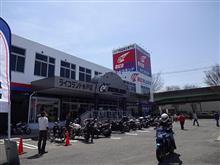 新しくできたバイク用品店へ。