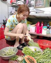 野菜を洗う「ベトナム人」があまりにも美しすぎると話題に
