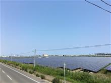 広大な太陽光パネル