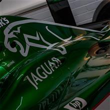 【ドニントン・パーク】Jaguar R2 2001