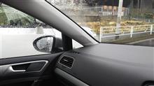 ゴルフ バイザー取り外しで、雨水によるドアミラー視界妨害に効果あり?