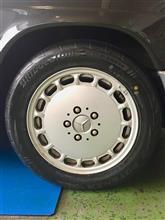 W201 メルセデス190Eにちょっと意外なタイヤチョイス