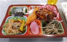 会社の昼ごはんは日替り弁当( *´艸)