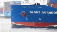 垂直船首のコンテナ船